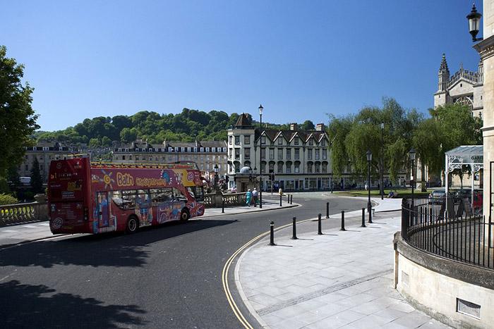 Uma das lindas ruas de Bath