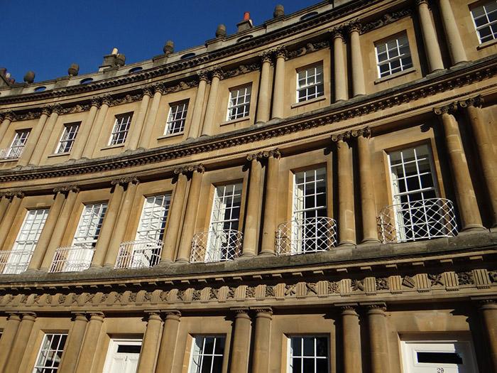 Detalhes arquitetônicos das construções em Bath
