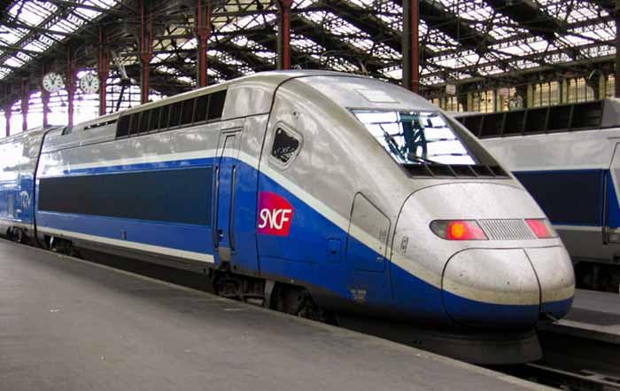Trem na Gare de Lyon, em Paris, França