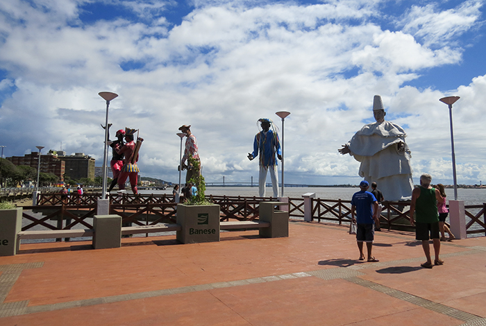 As esculturas foram produzidas pelos artistas plásticos Félix Sampaio e Tatti Moreno