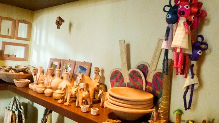 moringas, animais, leques e bonecas - produtos vendidos nas feirasdo estado