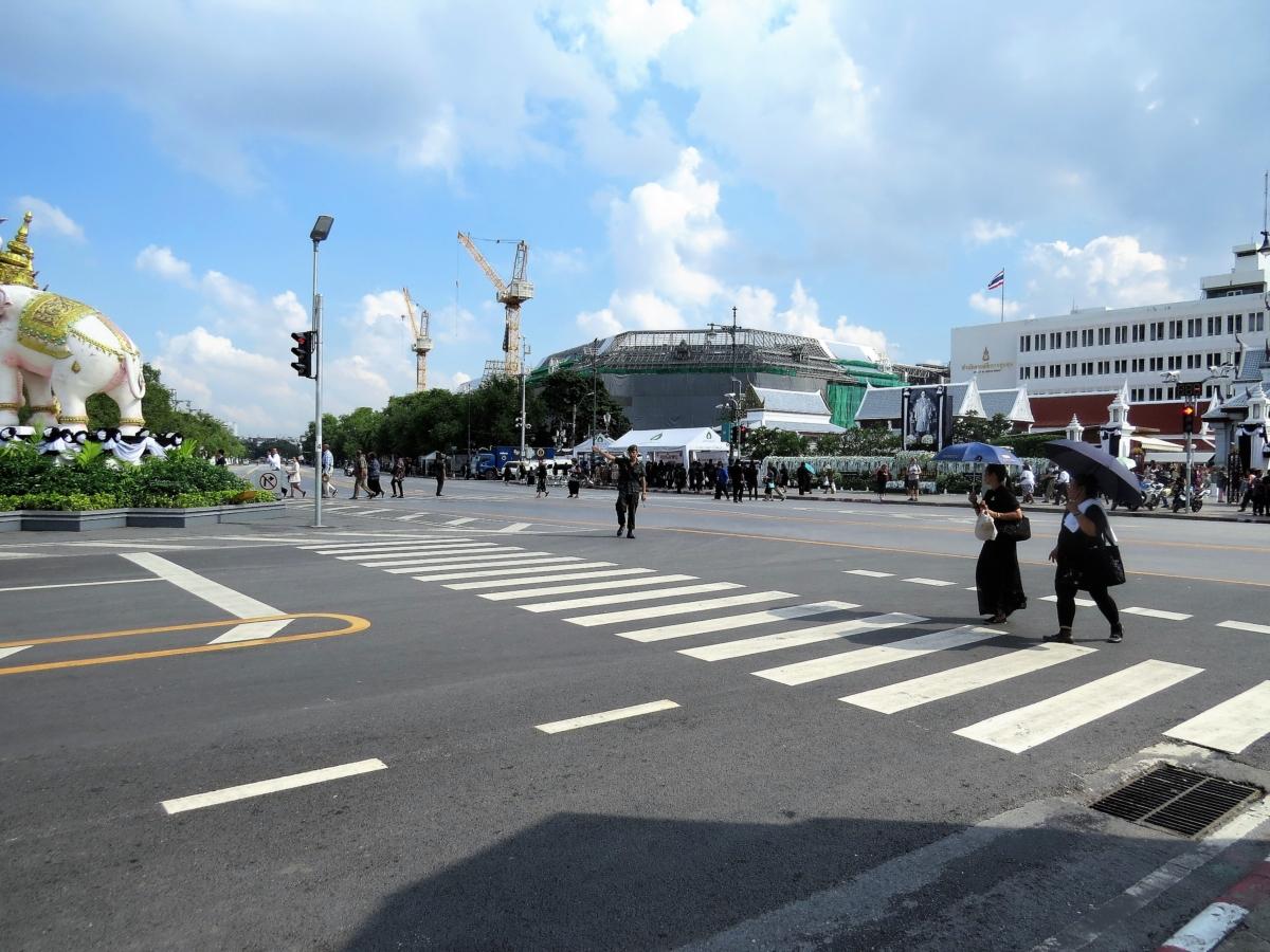 trânsito interrompido nas ruas em torno do Grand Palace para a cerimônia fúnebre do rei