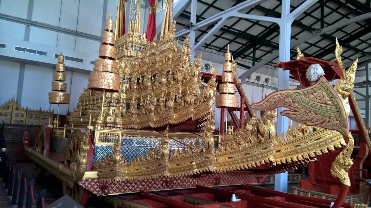 Carruagem real da grande vitória, construída em 1795, para a cremação do pai de Rama I. Depois, ficou sendo usada para a cremação de reis e rainhas. Para puxá-la, eram necessárias 216 pessoas.