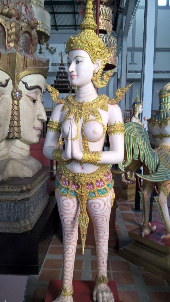 Kinnaree - metade mulher e metade pássaro