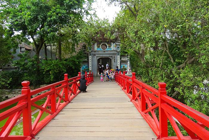 Em Hanói, a Ponte Raio de Sol