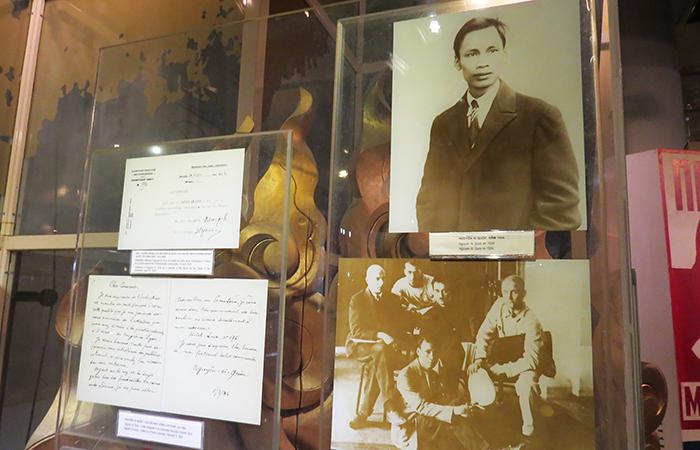 Ho Chi Minh, quando ainda era Nguyen Tat Thanh, num congresso comunista