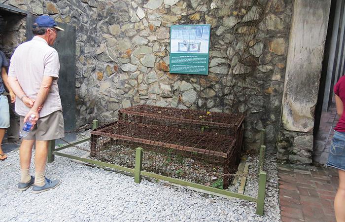 Museu-dos-Vestígios-de-Guerra-gaiola
