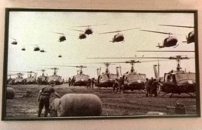 Museu-dos-Vestígios-de-Guerra-helicópteros