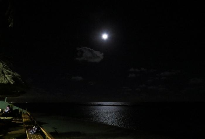 Barra de São Miguel e a lua