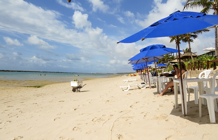 A praia do Village Barra de São Miguel é sempre tranquila.