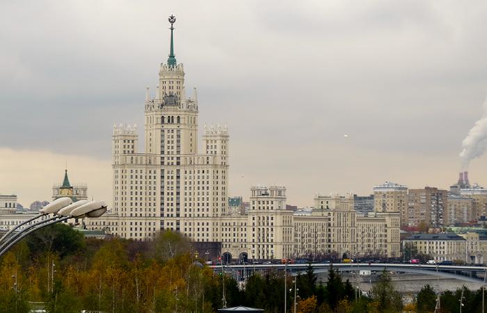 Este é um dos 7 arranha-céus da era stalinista