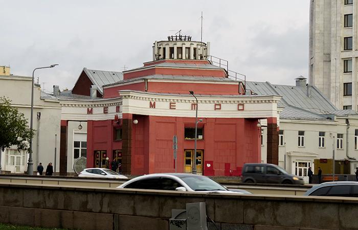 A Estação Arbatskaya tem a forma da estrela soviética
