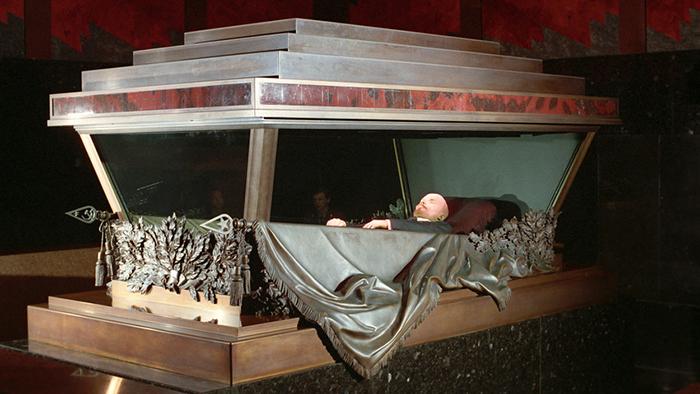 Na Praça Vermelha, Lenin descansa em seu mausoléu