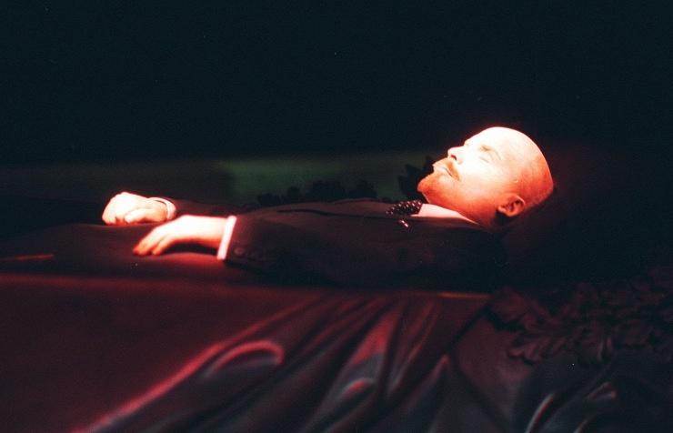Corpo de Lênin embalsamado, no Mausoléu da Praça Vermelha