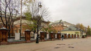 De fora, a Galeria Tretyakov já impressiona