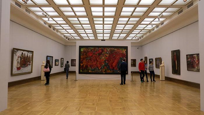 Sala enormes para comportar quadros importantes da coleção da Galeria Tretyakov