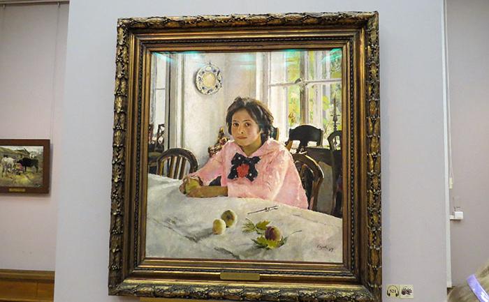 Garota com pêssegos, deValentin Serov, um dos pintores mais amados da Rússia.
