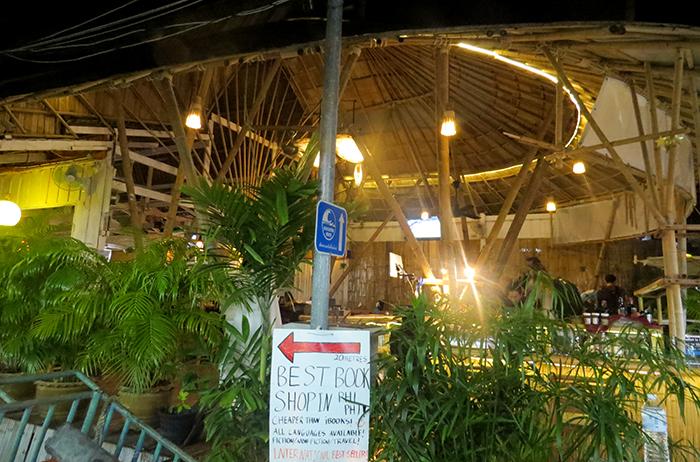 Um charmoso restaurante italiano em Phi Phi