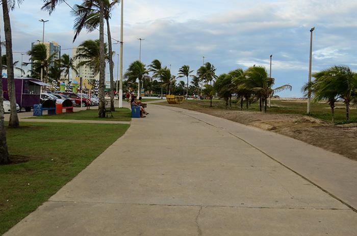 Espaço para caminhadas e uma ciclovia que chega ao centro da cidade