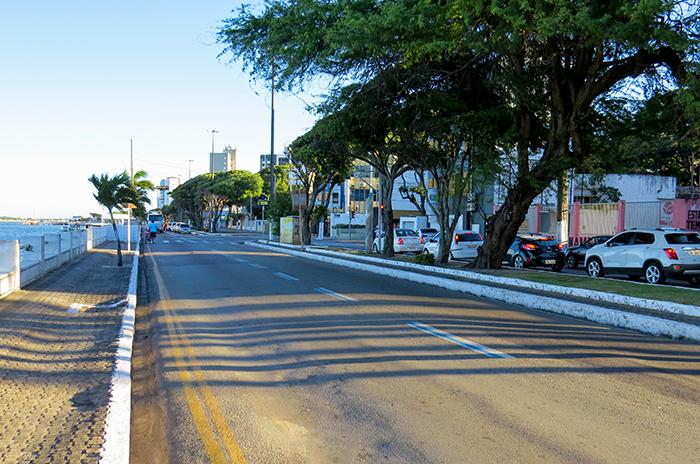 Avenida Ivo do Prado: do centro à praia de Atalaia, sem erro.