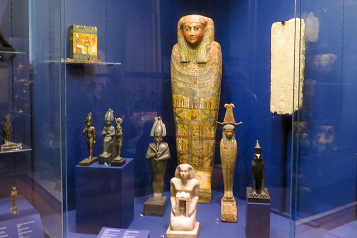 Sarcófago e miniaturas