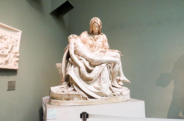 A Pietà, de Michelangelo. Réplica perfeita