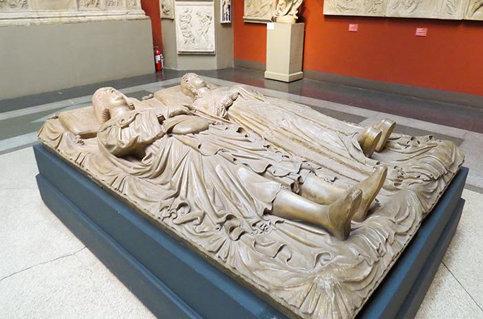 Um túmulo para um nobre casal