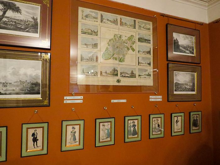 Os quadros no primeiro andar retratam a Moscou de 1800.
