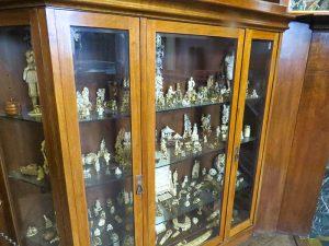 Vários armários guardam a coleção de Gorki