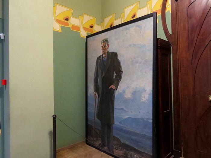 Um dos quadros espalhados pela casa