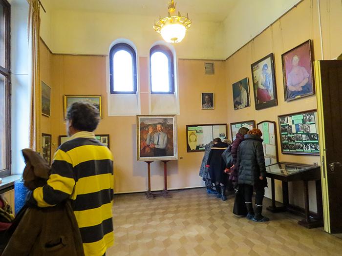 Vasta coleção de fotos, quadros e documentos no Museu-casa de Gorki