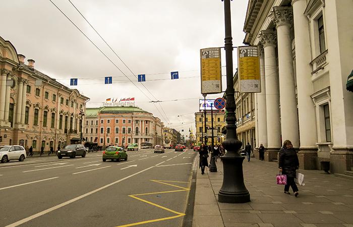 Nevskiy Prospekt, via principal da cidade de Saint Petersburg