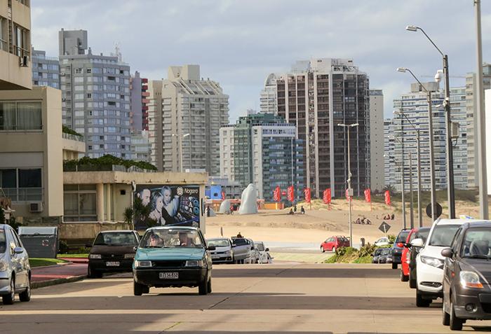 A praia no final da rua