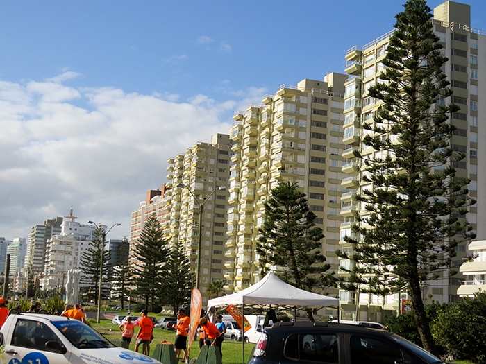 No fim de semana, os moradores aproveitam o sol para caminhar, correr ou andar de bicicleta