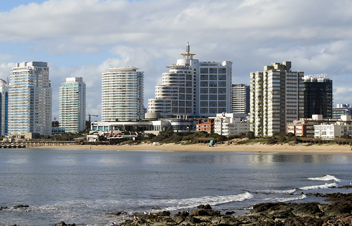 Punta del Este marca o encontro do oceano Atlântico e o Rio da Prata