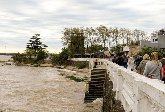 A cidade fica à beira do Rio da Prata