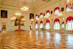 A sala do trono no Grande Palácio, em Peterhof