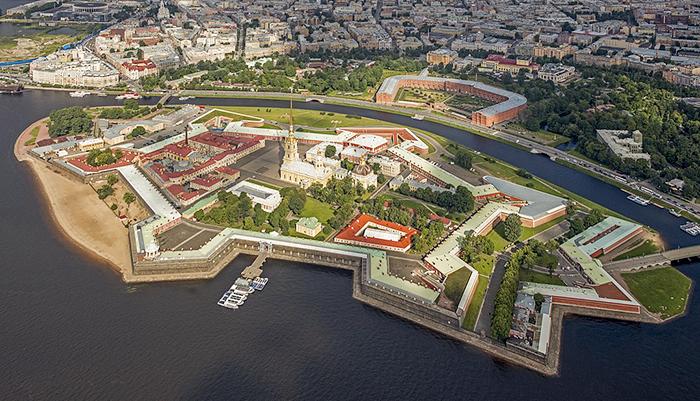 Fortaleza de Pedro e Paulo vista de cima. Foto: wikipedia