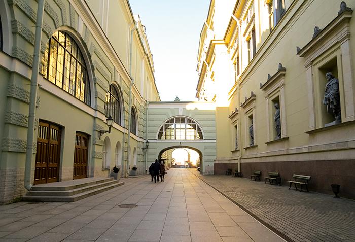 A entrada por trás do Hermitage