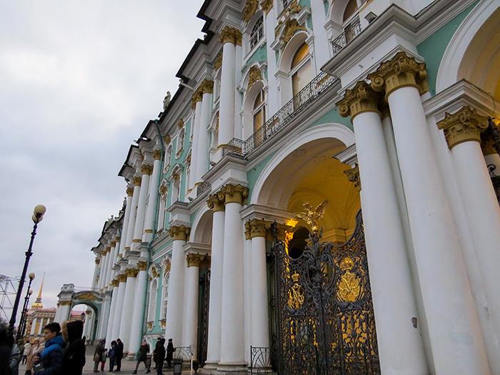 Os lindos portões do Hermitage