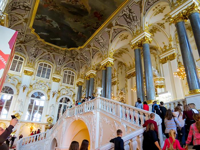 A escadaria principal do Hermitage
