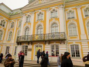 """O Grande Palácio de Peterhof foi projetado para ser a peça central do """"Versaille russo"""" de Pedro, o Grande."""
