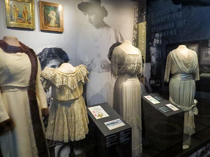 vestidos de Maria, Anastásia, Olga e Tatiana