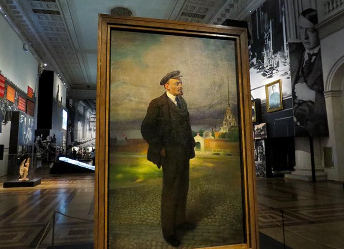 Vladimir Ilyich Ulyanov, mais conhecido pelo pseudônimo Lenin: revolucionário, político russo