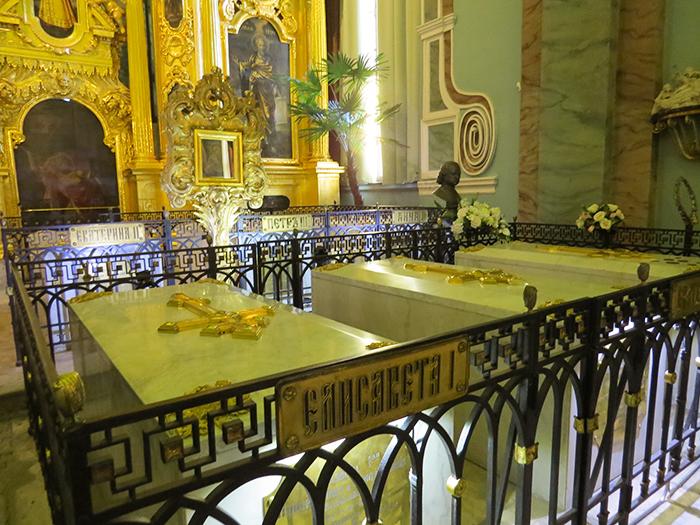 As tumbas de Catarina, a Grande e Pedro, o Grande.