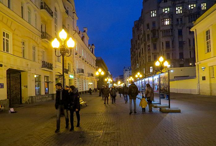 pelas_ruas_de_moscou_rua_arbat_a_noite