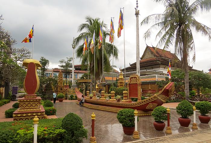 Wat Preah Prom Rath é um dos muitos centros espirituais da cidade
