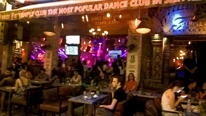 Um dos coloridos restaurantes de Siem Riep