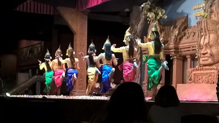 A dança hipnotizante das dançarinas cambojanas