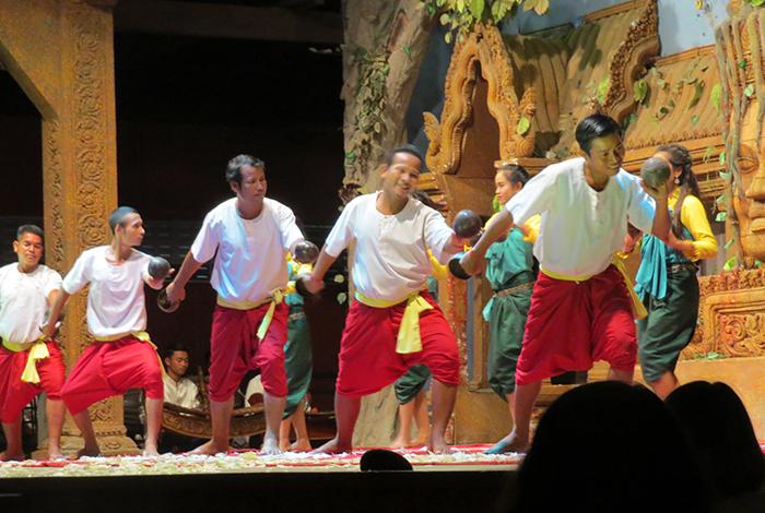 dançarinos cambojanos